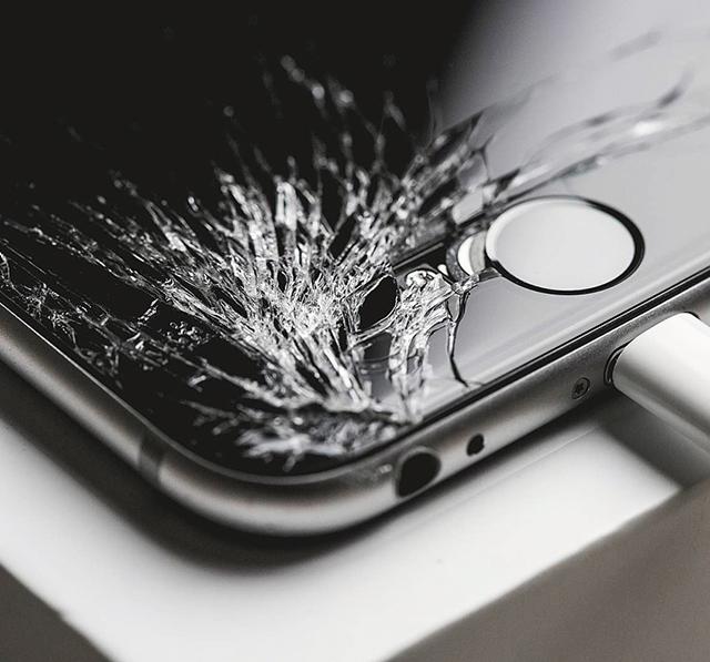 Специализиран iPhone Сервиз Смяна на оригинален дисплей тъчскрийн