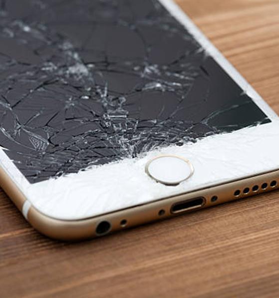 При Счупен дисплей тъчскрийн iPhone Сервиз оригинални части